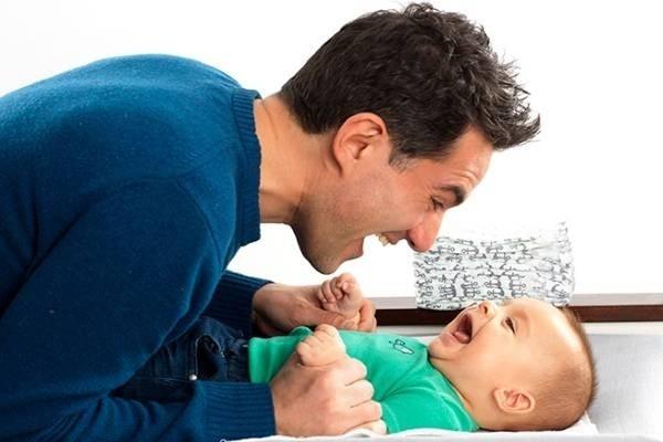 Dạy trẻ 3 tháng tuổi thông minh hiệu quả với phương pháp Montessori