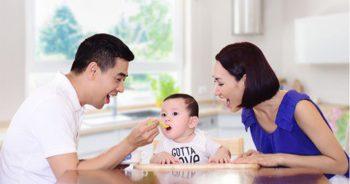 Thực phẩm cần sạch sẽ và đầy đủ chất dinh dưỡng thiết yếu như sắt, vitamin D, omega 3