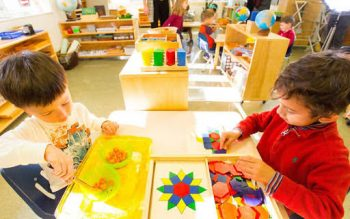Đồ chơi của Steiner tập trung phát triển khả năng sáng tạo cho trẻ.