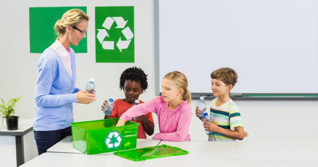Giải thích cho con tại sao nên có những hành động bảo vệ môi trường