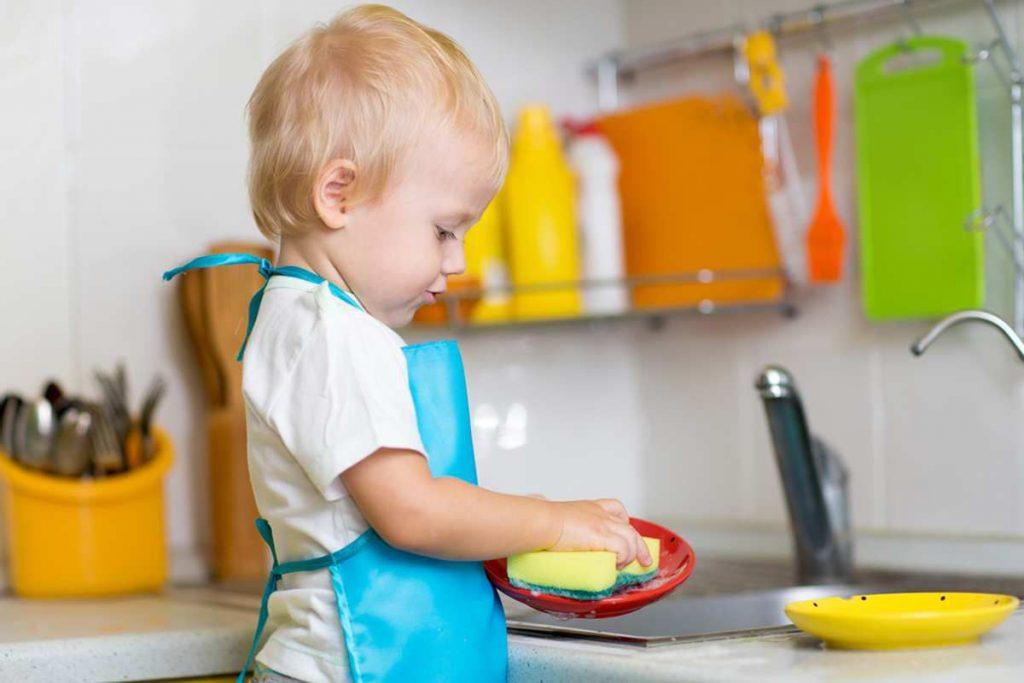 Làm việc nhà cũng là một cách dạy trẻ tự lập