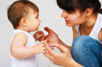 Những điều ba mẹ cần biết khi giáo dục trẻ chậm nói
